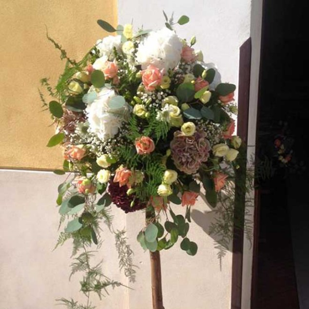 Floral Decorations For A Church Wedding